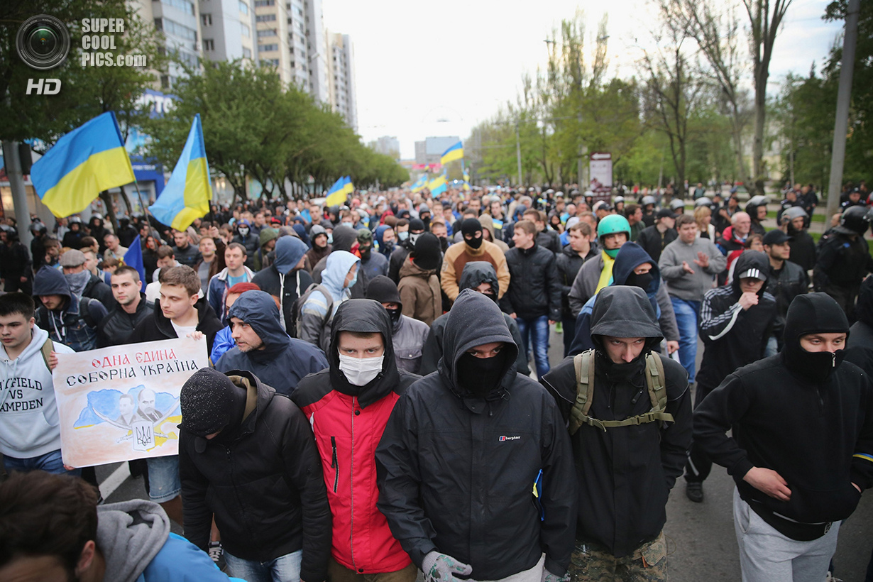 Украина. Донецк. 28 апреля. Марш сторонников неделимой Украины. (Scott Olson/Getty Images)