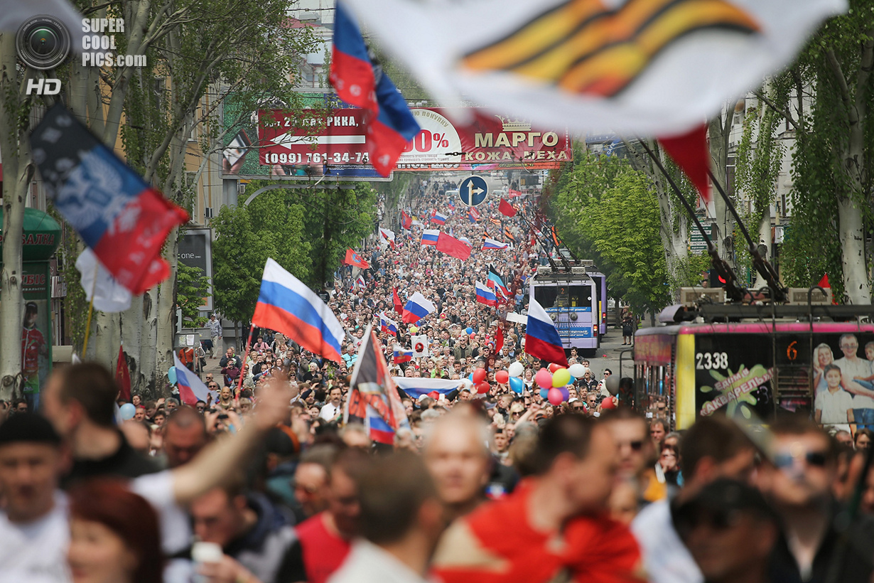Украина. Донецк. 1 мая. Марш сторонников федерализации. (Scott Olson/Getty Images)
