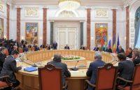 Делегации Новороссии и России ушли с переговоров в Минске (Делегации Новороссии и России ушли с переговоров в Минске)
